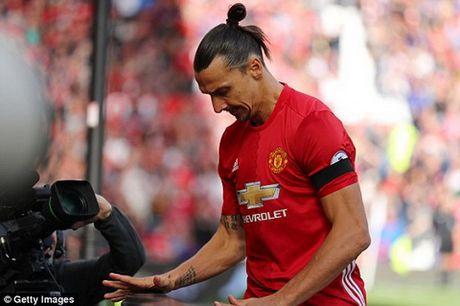 Tien dao Ibrahimovic chuyen toi song o biet thu sang gan Old Trafford - Anh 1