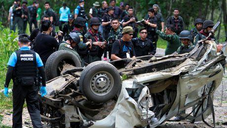 Thai Lan canh bao danh bom, that chat an ninh quanh Bangkok - Anh 1