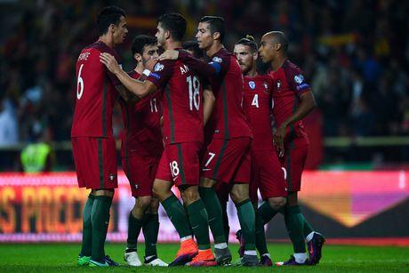 Ronaldo vang tuc khi thay Rio Ferdinand 'bo le, bo cang' ren the luc - Anh 3