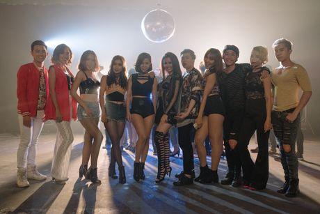 Vo Ha Tram thay doi phong cach am nhac trong MV moi - Anh 7