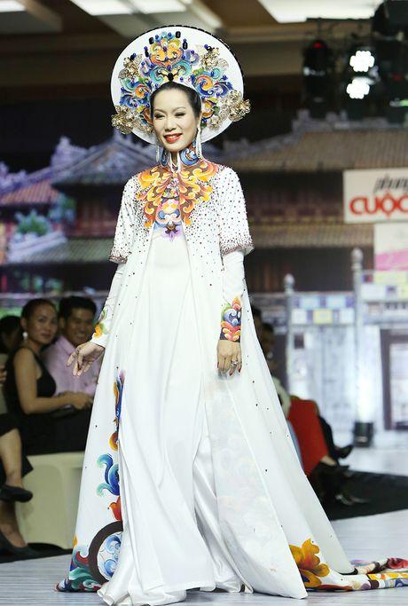 A hau Trinh Kim Chi lam vedette tren san dien thoi trang - Anh 1