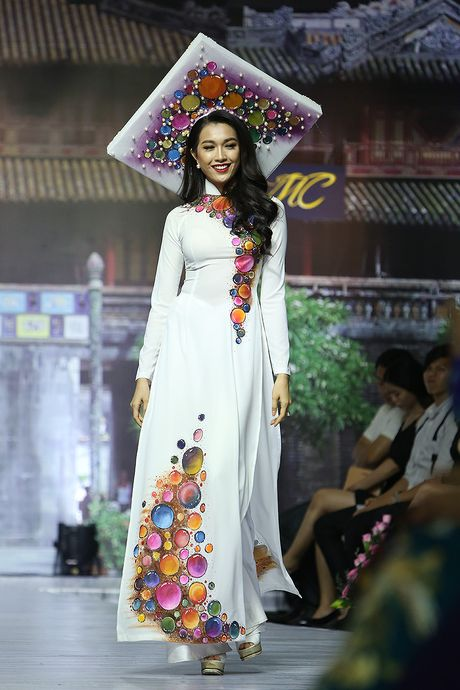 A hau Trinh Kim Chi lam vedette tren san dien thoi trang - Anh 2