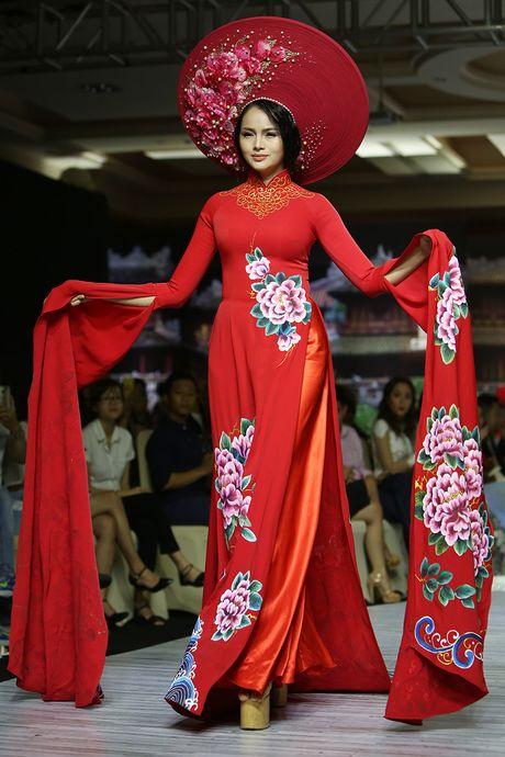 A hau Trinh Kim Chi lam vedette tren san dien thoi trang - Anh 9