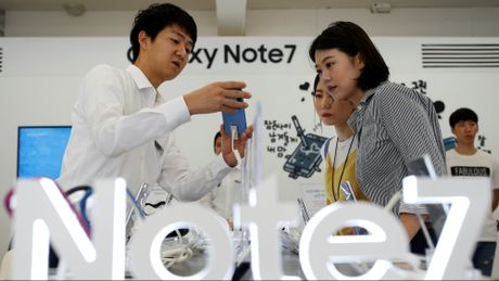 Note 7 co the thoi bay 17 ty USD cua Samsung - Anh 1