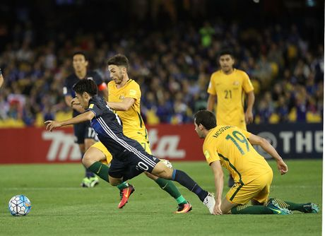 'Cay truong sinh' Tim Cahill bat luc truoc Nhat Ban - Anh 1