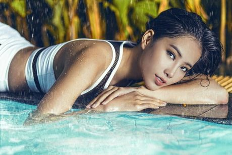 Nam Em khoe voc dang ngoc nga voi bikini, bao Philippines tram tro - Anh 6