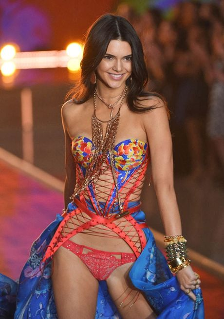 Kendall Jenner dang khien sao PSG thao thuc - Anh 3