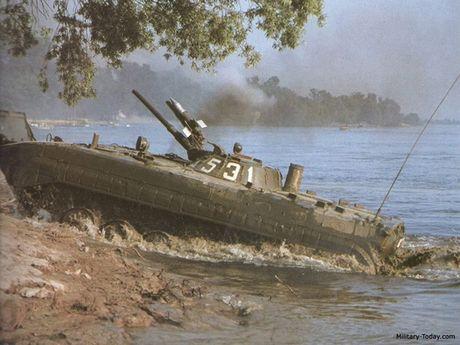 Cuc hiem canh BMP-1 ban ten lua chong tang AT-3 - Anh 1