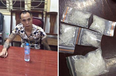 Ha Noi: Bat doi tuong xam tro thue taxi van chuyen ma tuy - Anh 1