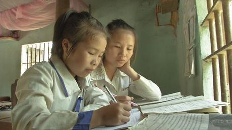 Ganh nang com ao de len doi vai nguoi phu nu ngheo - Anh 3