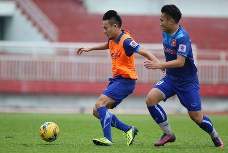 """HLV Huu Thang chua cho """"Ronaldo Viet"""" vao san vi qua map - Anh 2"""