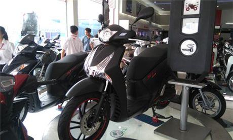 Honda SH ban chenh gia hon 10 trieu dong - Anh 1
