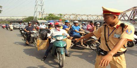 Ha Noi: Kien quyet xu ly triet de cac loai xe cho hang cong kenh - Anh 1
