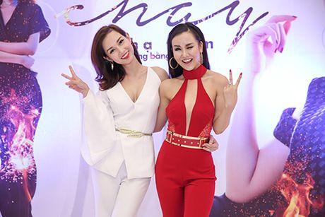 """Quynh Chi bi """"ho nang"""" khi lam MC cho ban than Vo Ha Tram - Anh 1"""