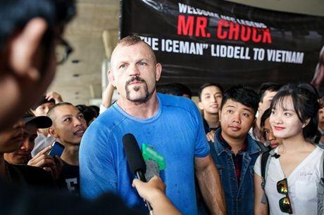 Sieu sao vo thuat Chuck Liddell mang 2 con cuc nho dang yeu den Viet Nam - Anh 11