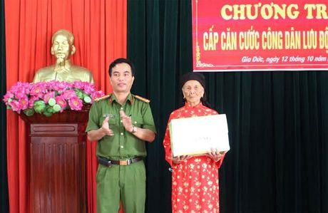 Cong an Thuy Nguyen xuong xa cap can cuoc cong dan - Anh 1