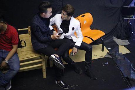 Hanh dong phi cuoi cua Noo Phuoc Thinh khi gap trai dep Viet - Anh 13
