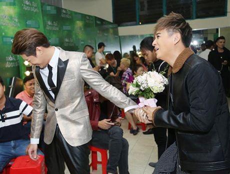 Hanh dong phi cuoi cua Noo Phuoc Thinh khi gap trai dep Viet - Anh 3