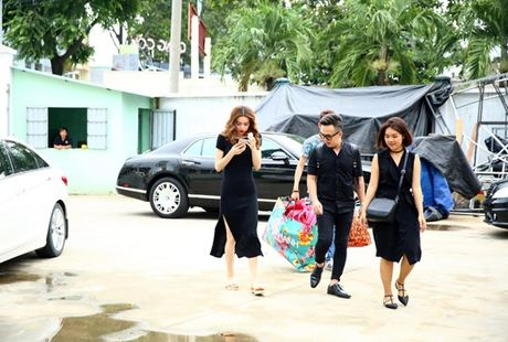 Ho Ngoc Ha vua di vua an cho kip gio bieu dien o En Vang 2016 - Anh 2