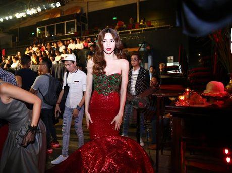 Ho Ngoc Ha vua di vua an cho kip gio bieu dien o En Vang 2016 - Anh 8