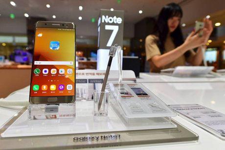 Thai tu 48 tuoi gong minh cuu con thuyen Samsung dang trong tranh tren song du - Anh 2