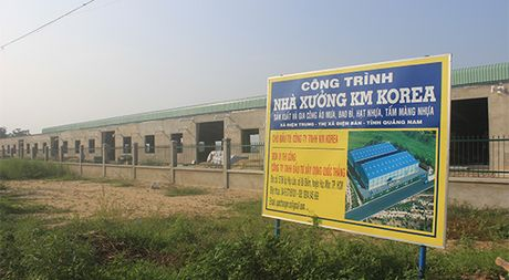 Quang Nam: Ai chong lung de nha may san xuat hat nhua xay dung trai phep? - Anh 1