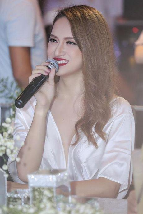 Huong Giang Idol tao bao 'tha rong', sexy lan at Pham Huong - Anh 10