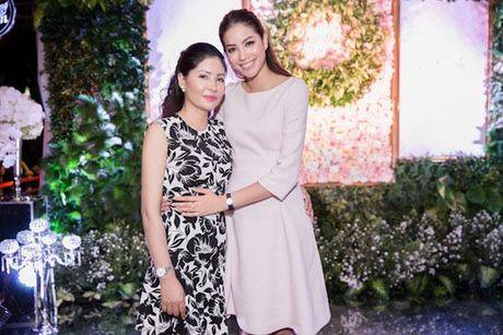 Huong Giang Idol tao bao 'tha rong', sexy lan at Pham Huong - Anh 11