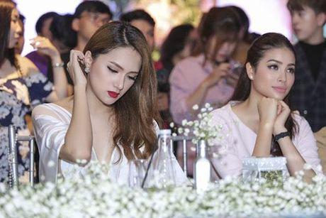 Huong Giang Idol tao bao 'tha rong', sexy lan at Pham Huong - Anh 8