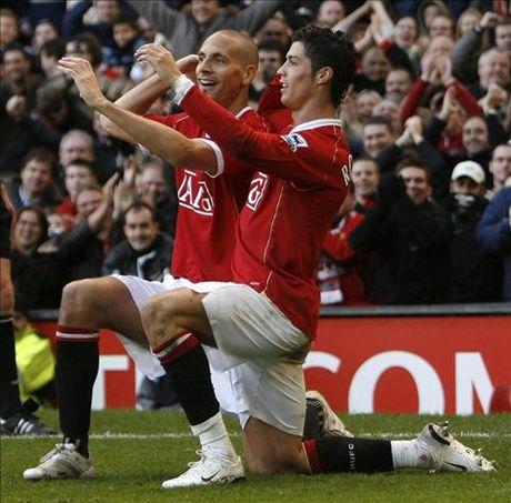 "Ronaldo duoc ""dap le"" hau hinh sau man choc que dong doi cu o M.U - Anh 1"