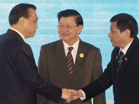 Ong Duterte chuan bi phai doan hung hau sang Trung Quoc - Anh 2