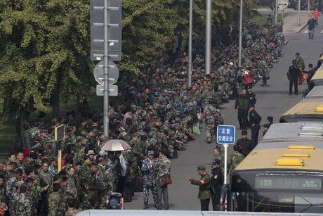 1.000 cuu binh phan doi chuyen luong bong giua Bac Kinh - Anh 1