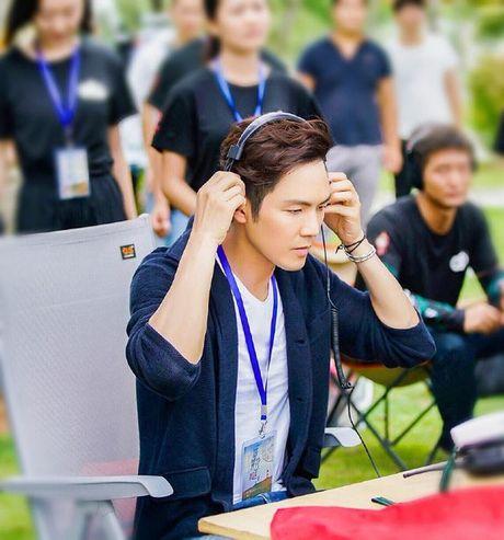 'Ong chu' Chung Han Luong lai don tim fan voi ve dien trai khong tuoi tac - Anh 3