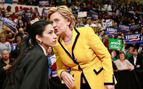 Phia sau thanh cong cua ba Clinton la bong dang mot nguoi phu nu quyen luc khong kem - Anh 1