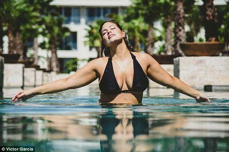 'Mau beo sexy nhat' mac bikini khoe vong 1 cang tran - Anh 7