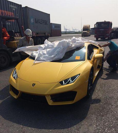 HOT: Lamborghini 'gia re' Huracan LP580-2 thu 2 ve Viet Nam - Anh 6