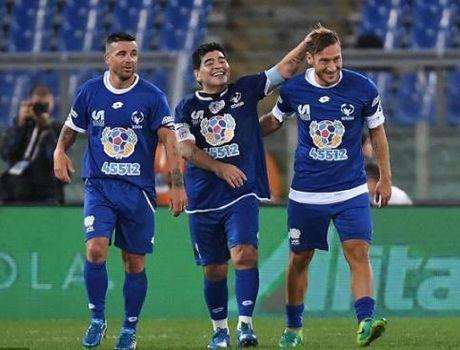 Maradona, Totti, Ronaldinho da giao huu gay tu thien - Anh 1