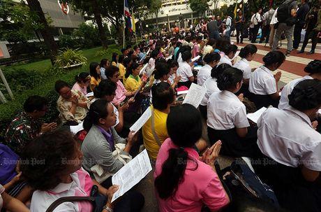 Hang nghin dan do ve Bangkok cau nguyen cho vua Thai Lan - Anh 9