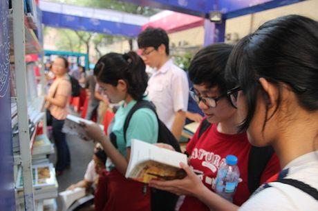 Hoi sach- tran lan nhung chua an tuong! - Anh 1