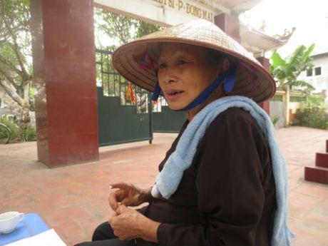 Vo chong ong lao Ha Noi nang long voi cac liet sy - Anh 2