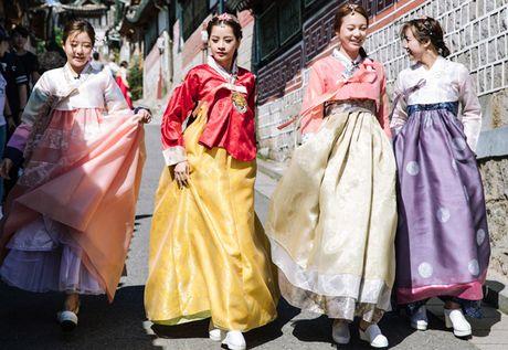 Chi Pu dien hanbok qua xinh dep so voi cac co gai Han Quoc - Anh 9