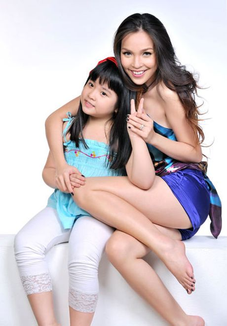 Hong Que, Elly Tran: 'Ba me don than' dinh dam cua showbiz - Anh 3