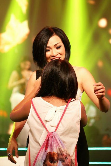 Hong Que, Elly Tran: 'Ba me don than' dinh dam cua showbiz - Anh 4