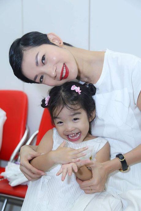 Hong Que, Elly Tran: 'Ba me don than' dinh dam cua showbiz - Anh 5
