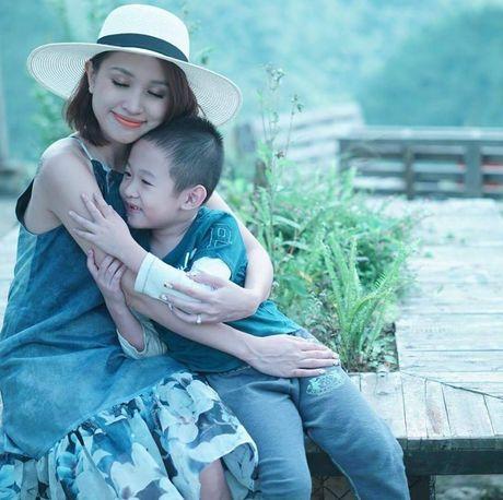 Hong Que, Elly Tran: 'Ba me don than' dinh dam cua showbiz - Anh 6