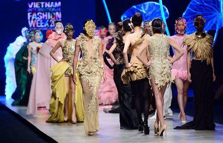 Vietnam International Fashion Week 2016 quy tu cac NTK quoc te noi tieng - Anh 10