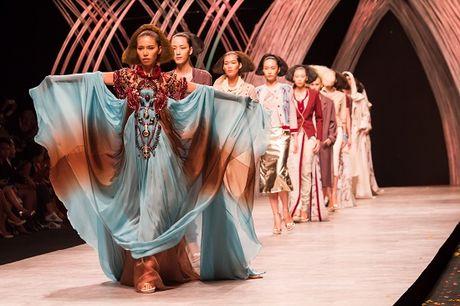 Vietnam International Fashion Week 2016 quy tu cac NTK quoc te noi tieng - Anh 3
