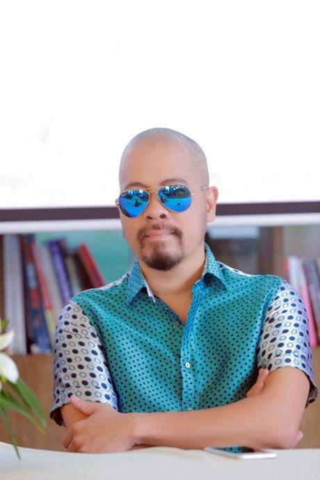 NTK Duc Hung khoe do 'banh trai' voi MC Anh Tuan - Anh 2