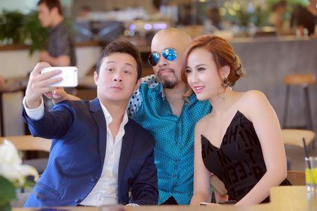 NTK Duc Hung khoe do 'banh trai' voi MC Anh Tuan - Anh 9