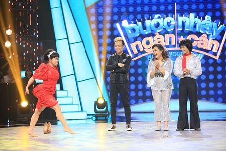 'Buoc nhay ngan can': Viet Huong bo giay thi pham disco cho thi sinh - Anh 1